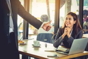 Waarom je van complimenten blijer wordt dan van een salarisverhoging